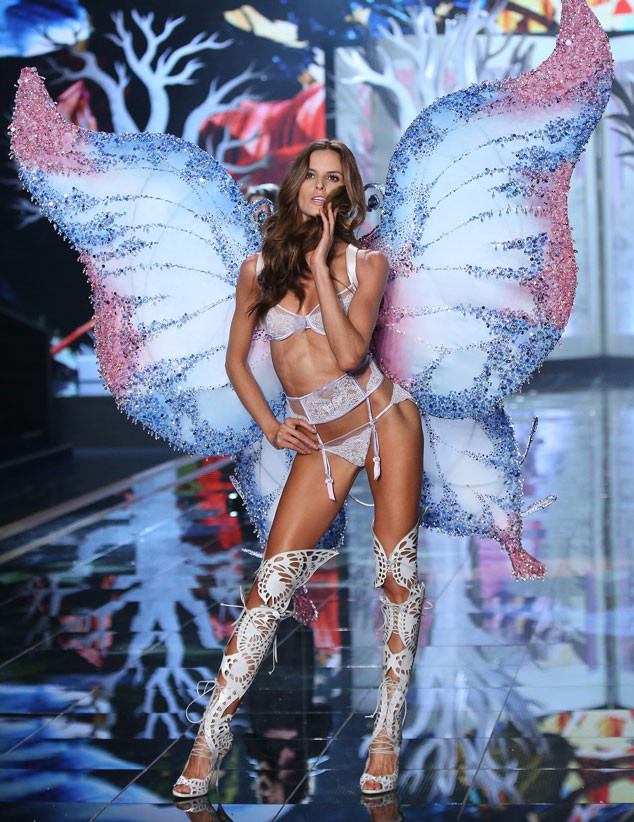 Izabel-Goulart-VS-Fashion-Show