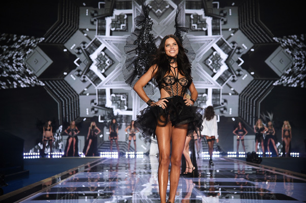 adriana-lima-victorias-secret-fashion-show-2014
