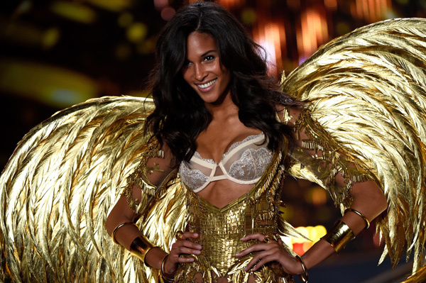 cindy-bruna-victorias-secret-fashion-show-2014