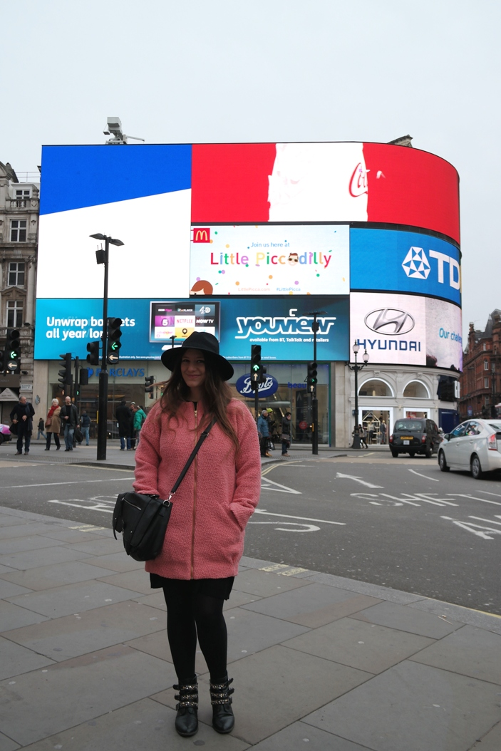 Picadilly Circus Outfit 4